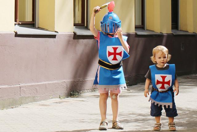 Easy No-Sew Knight's Costume Tutorial