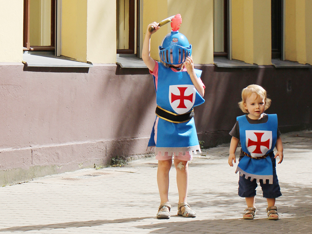 Easy No-Sew Knight's Costume Tutorial