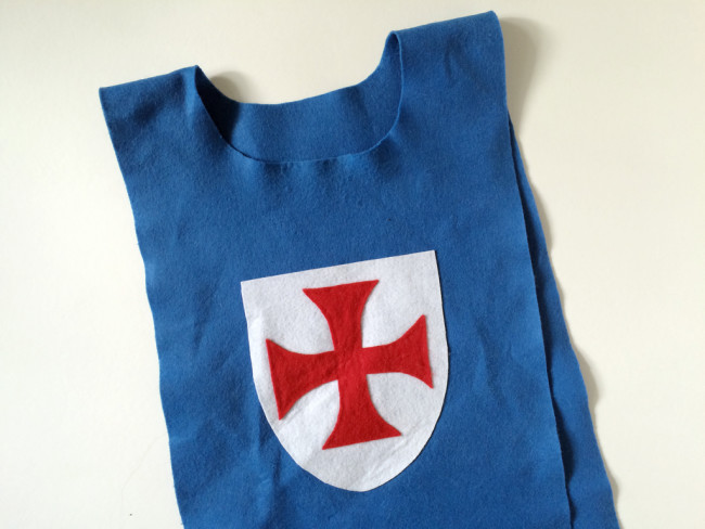 knights-costume-finished-shield