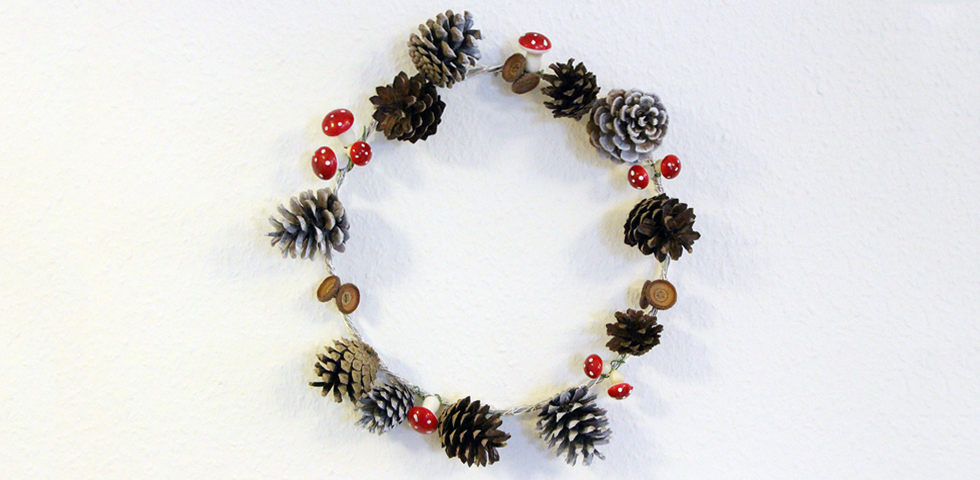 pine-cone-wreath-slider