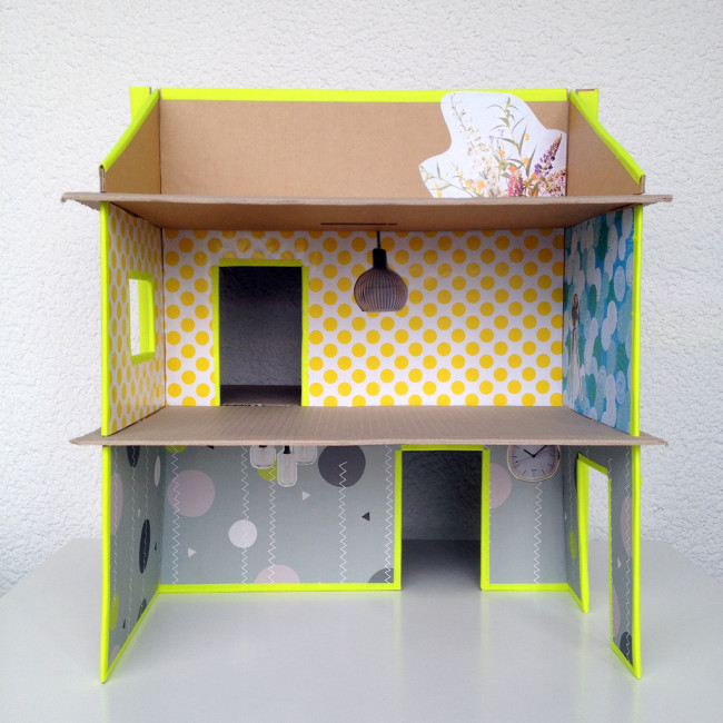 carboard slotted dollshouse 010