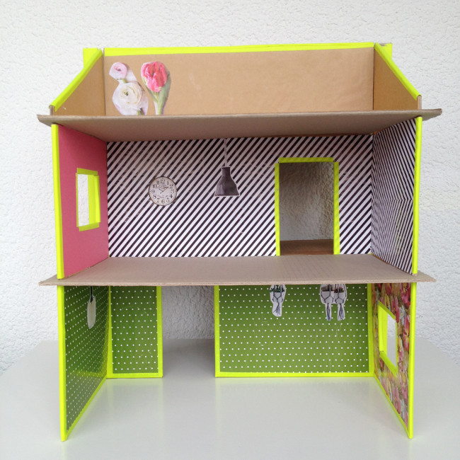 carboard slotted dollshouse 09