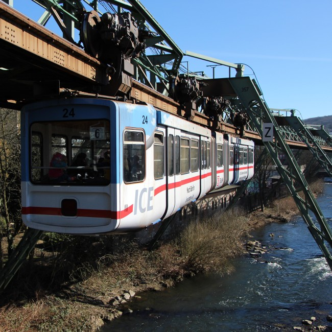 Wuppertal Schwebebahn 01