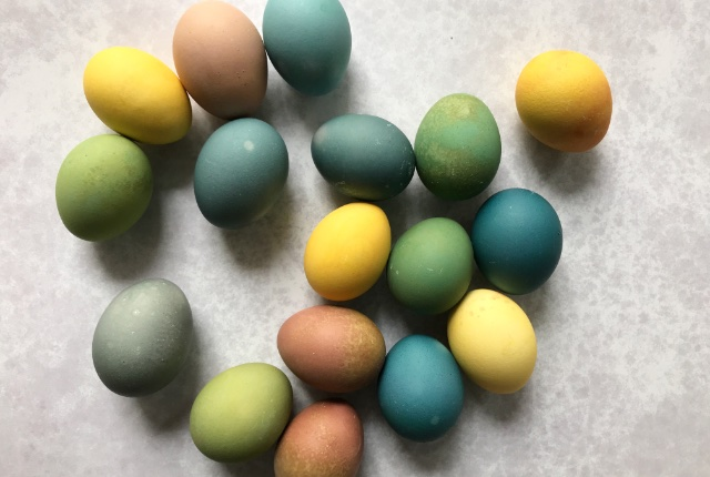 natural easter egg dyes with vegetables