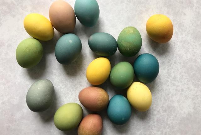 natural easter egg dyes with vegetables